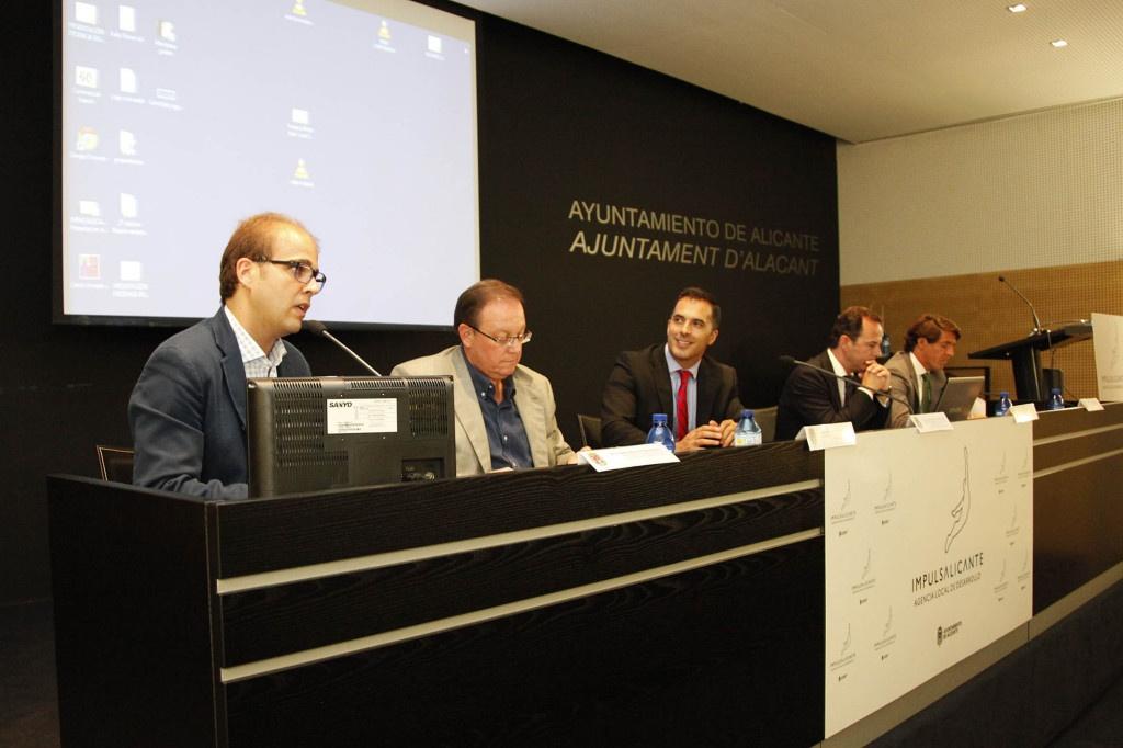 071713 charla retos nueva administracion publica